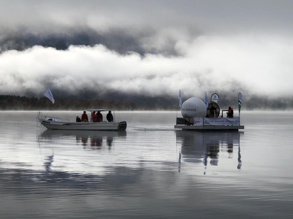 Tecnored cruza el Lago Meliquina con fibra subacuática